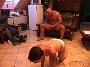 Psychopaat verkracht de onschuldige huisvrouw