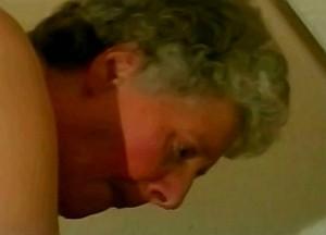 Kleinzoon woont oma anaal uit met zijn kloppende leuter